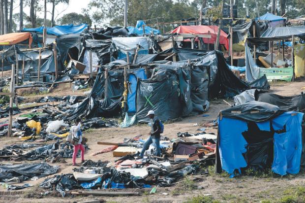 Barracos foram desmontados | Joel Silva/Folhapress