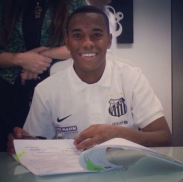 Robinho assina contrato com o Santos | Reprodução/Instagram