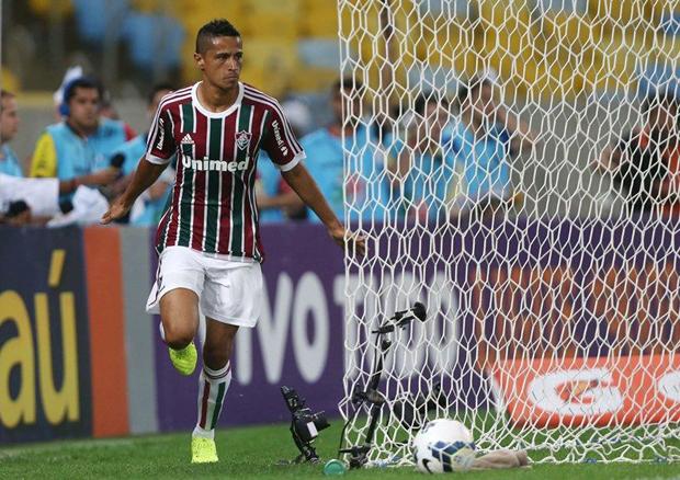 Cícero comemora gol na vitória do Fluminense sobre Goiás no Maracanã |  Matheus Andrade/Photocamera