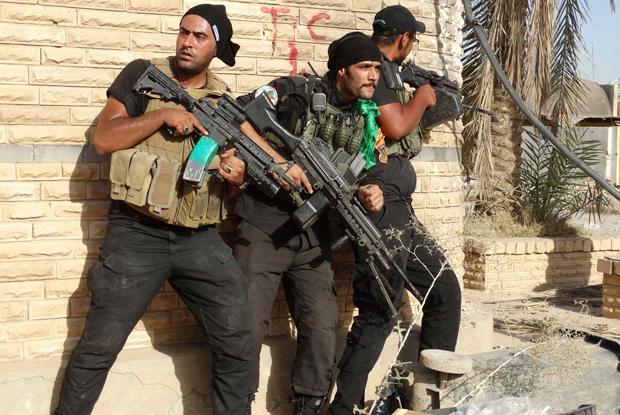 Homens do Exército do Iraque realizam patrulha em busca de militantes do Estado Islâmico em Ramadi | Osama Al-dulaimi/Reuters