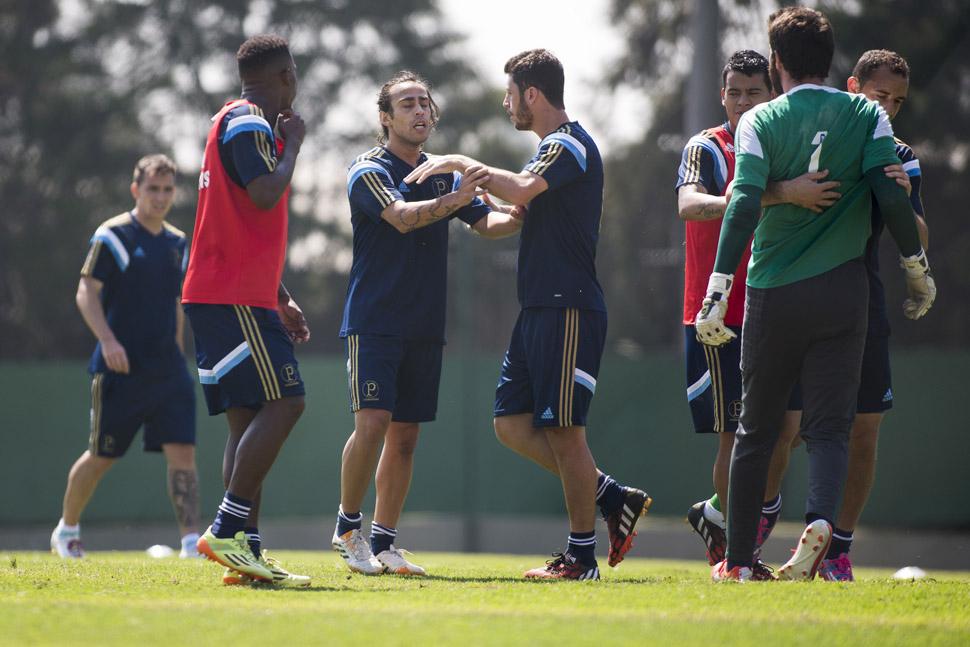 Bruno e Valdivia se desenteram durante o treino | Daniel Vorley/AGIF/Folhapress