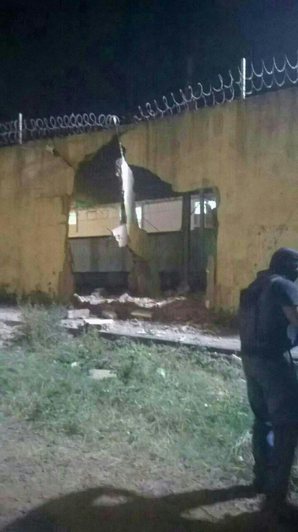 Presos foram libertados após o muro do presídio ser derrubado por um caminhão | Reprodução/Twitter
