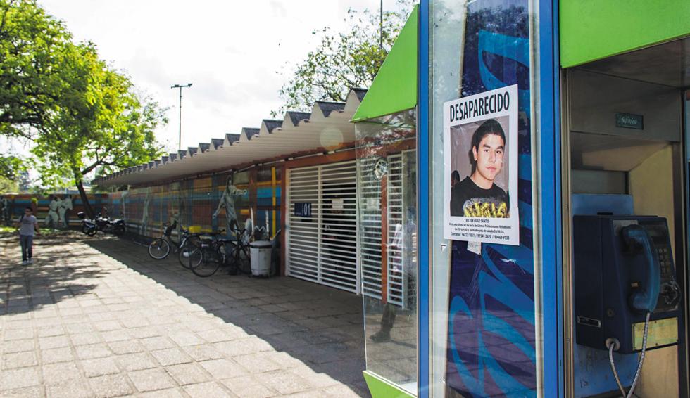 Cartaz de estudante desaparecido na USP | Matheus Hypólito/Futura Press
