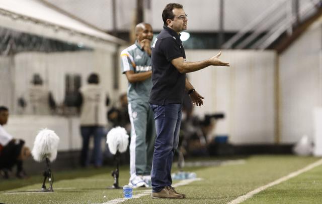 Enderson Moreira durante a partida contra o Fluminense    Miguel Schincariol/Folhapress