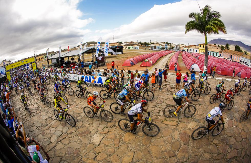 Largada da 4ª etapa da ultramaratona de MTB Brasil Ride em Rio de Contas | Fábio Piva/ Brasil Ride