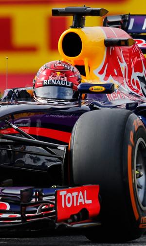 De saída da Red Bull, Sebastian Vettel escolheu usar um capacete vermelho no treino e aumentou a especulações que estaria indo para a Ferrari   Yuya Shino/Reuters