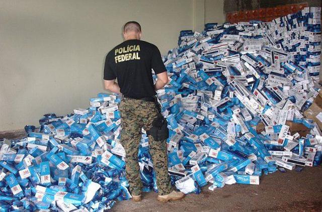 Mais de 20 mil caixas de cigarro foram apreendidas na manhã desta segunda-feira | Divulgação/Polícia Federal