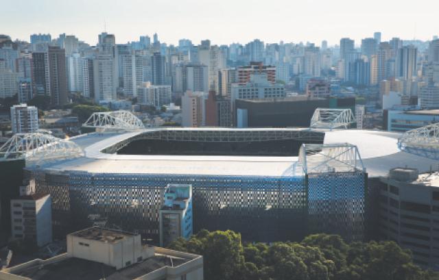 Estádio mudou da fachada externa, que ganhou contornos metálicos | Lalo de Almeida/Folhapress