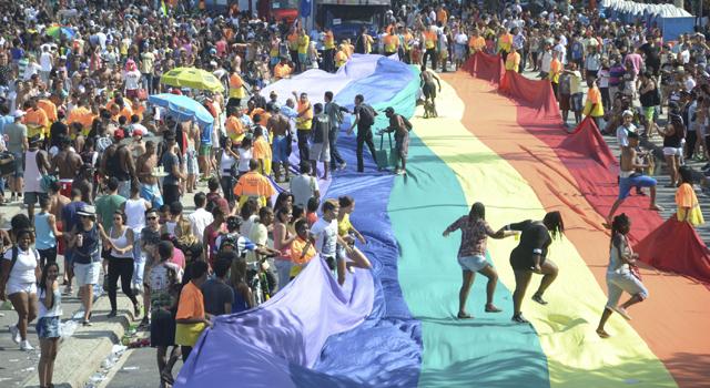 Milhares de pessoas participaram da parada gay no Rio | Marcelo Fonseca/Folhapress