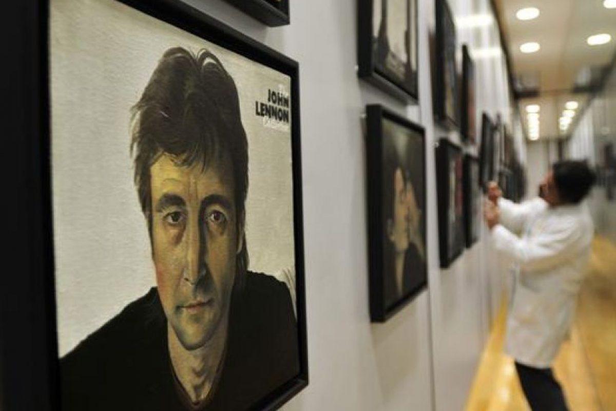 """La exposición """"Let it beat"""", obra del pintor Antonio Luquin, reproduce portadas de discos e imágenes relacionadas con la banda británica The Beatles, exhibidas en las salas del Aeropuerto Internacional Benito Juarez de la Ciudad de México. Foto:EFE. Imagen Por:"""