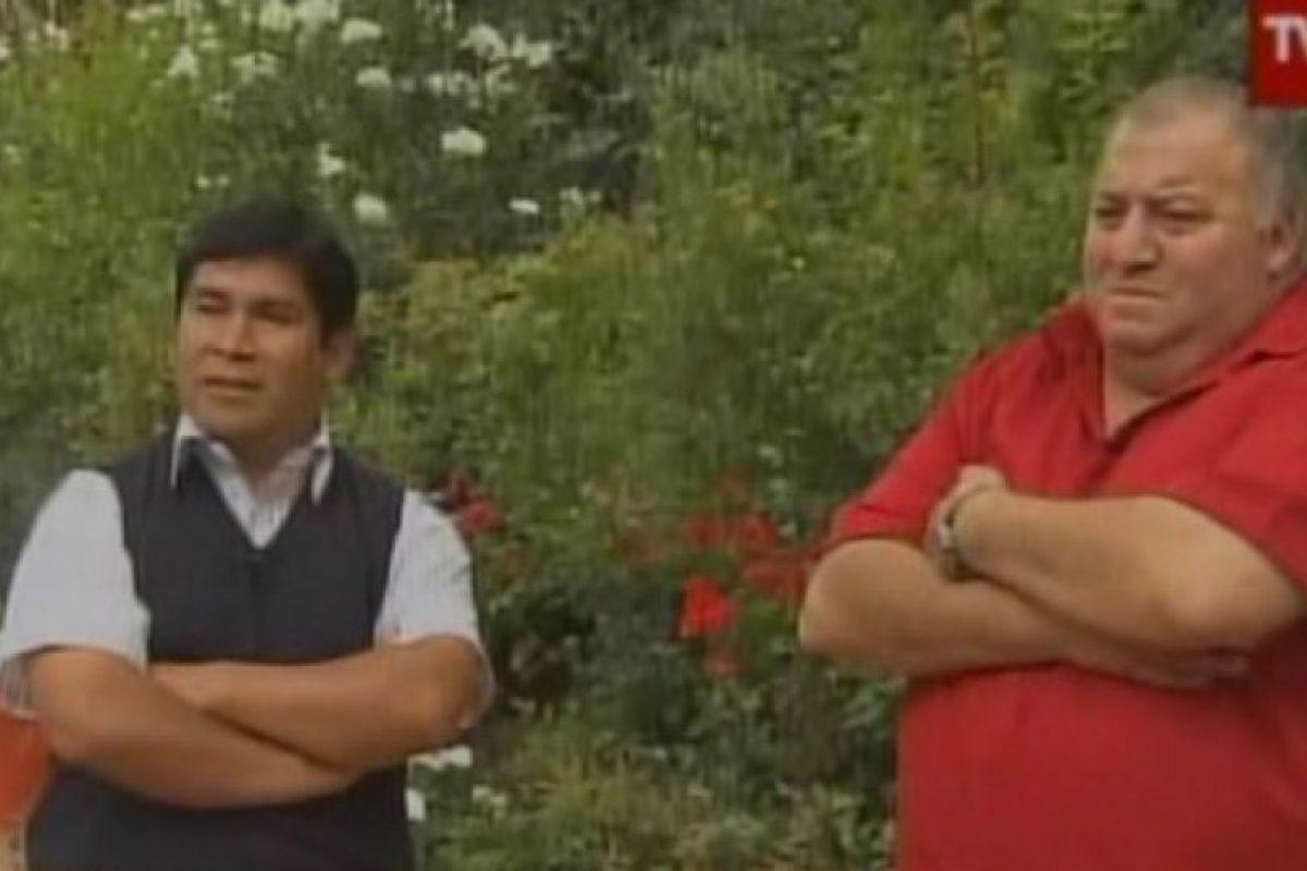 Los trabajadores José Mayorga y Guillermo Riquelme, al momento de hacer la denuncia ante TVN. Éste último finalmente se dejó sobornar por un gerente del supermercado para desmentir todo. Foto:Captura de TVN. Imagen Por: