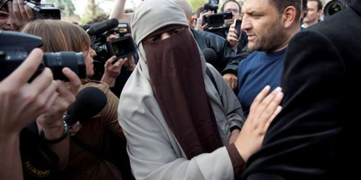 Detienen en Francia a las primeras mujeres por uso de velo islámico