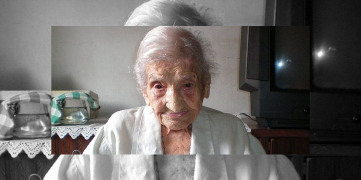 Abuelita de 114 años se mantiene con pan, frutas y vinos