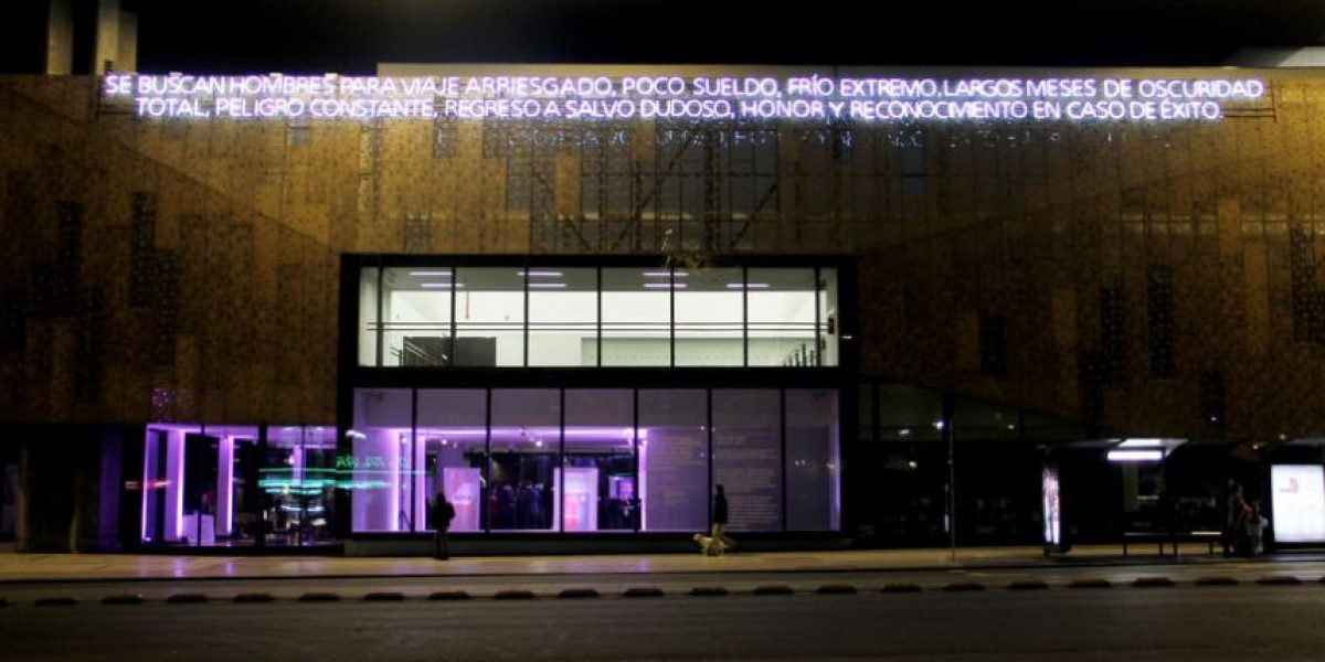 Centro Cultural Gabriela Mistral se ilumina con histórica frase