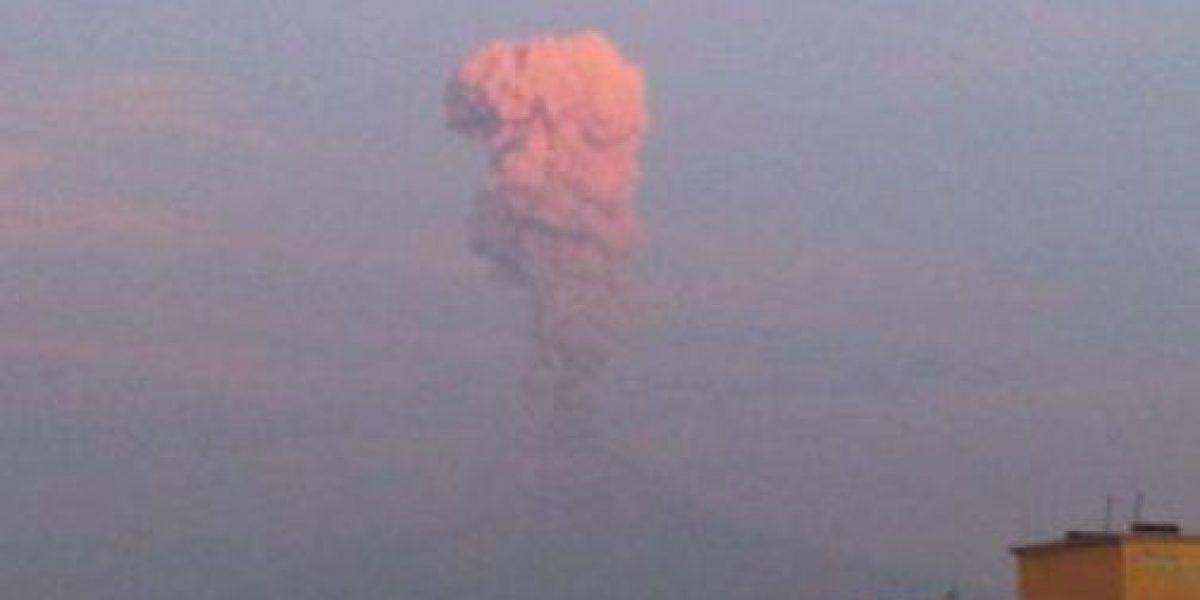 Volcán en México emite columna de humo de 3 kilómetros