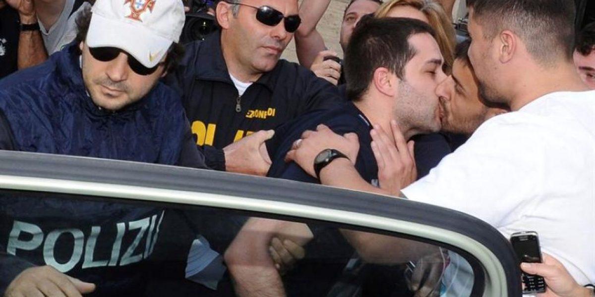 Diversas interpretaciones en Italia por singular beso entre mafiosos de la Camorra