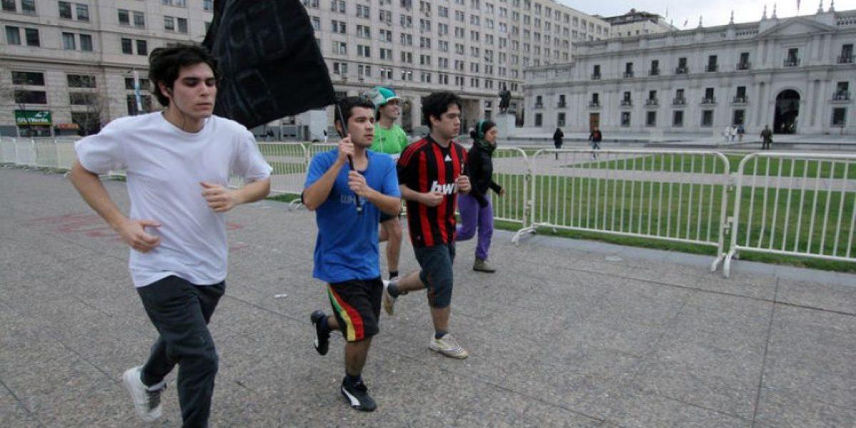 [FOTOS] Más de 140 horas seguidas han trotado alrededor de La Moneda en señal de protesta