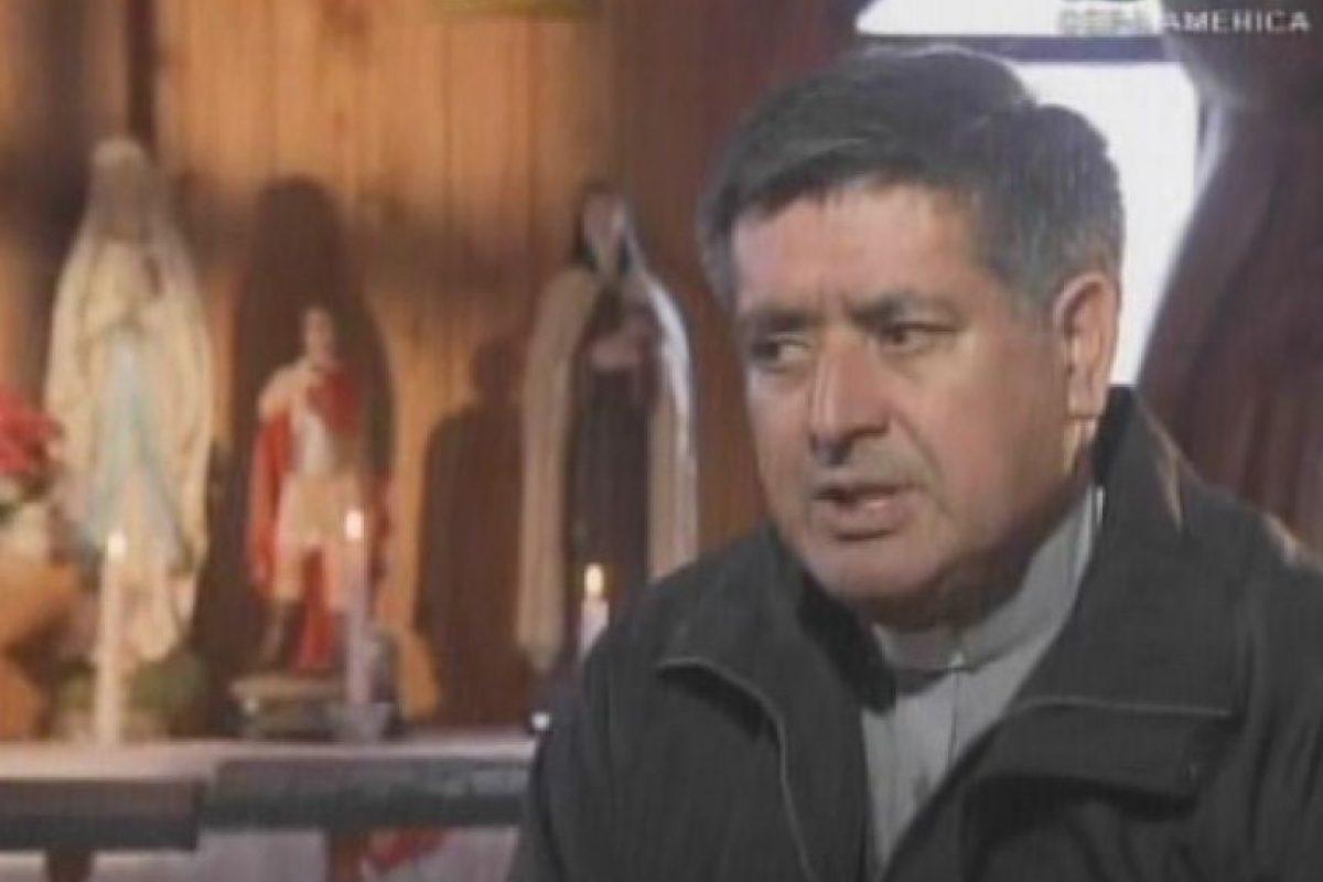 El padre Nelson González ha tratado varios casos de exorcismo. Foto:Captura de TVN. Imagen Por: