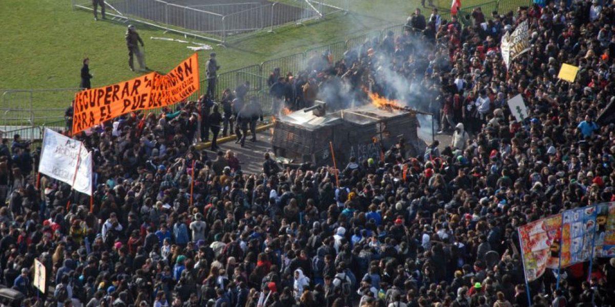 [FOTOS] Estudiantes quemaron