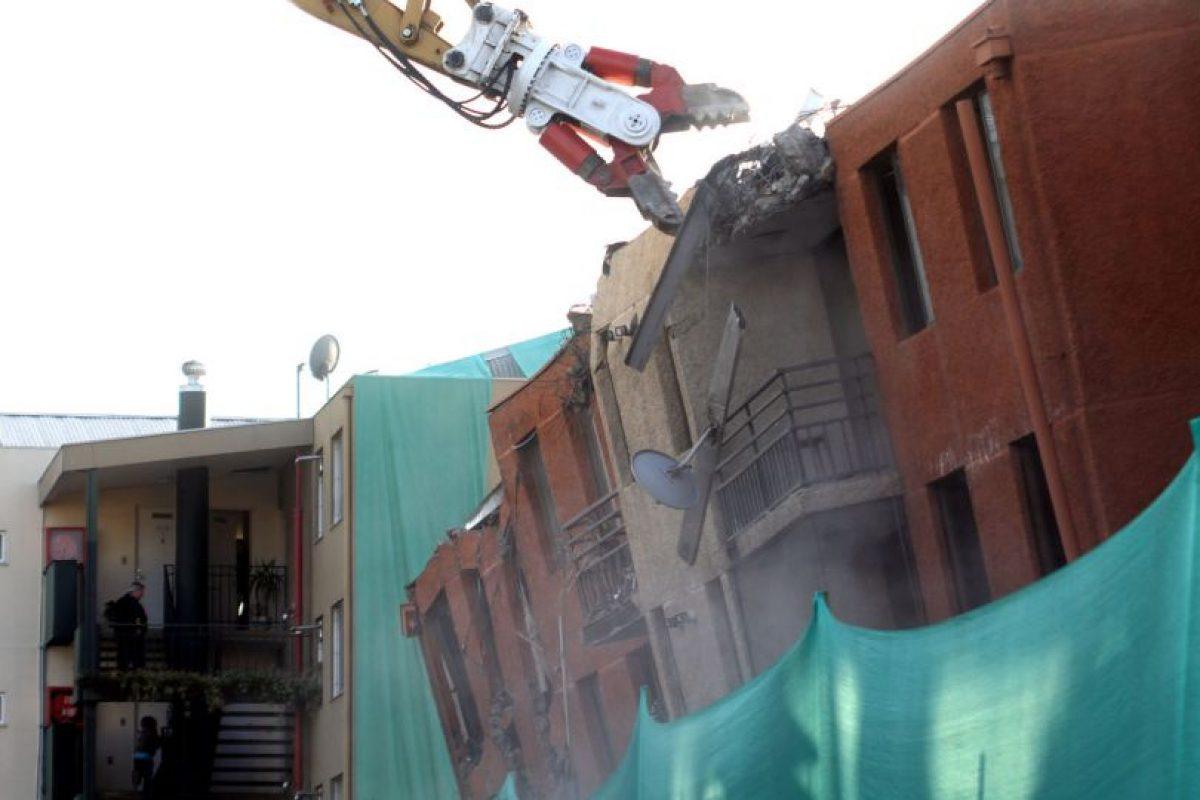 """Este lunes comenzaron los trabajos de demolición del edificio """"Don Tristán"""", que fue seriamente dañado por el terremoto del 27 de febrero de 2010. (UPI/ Edgard Cross-Buchanan). Imagen Por:"""