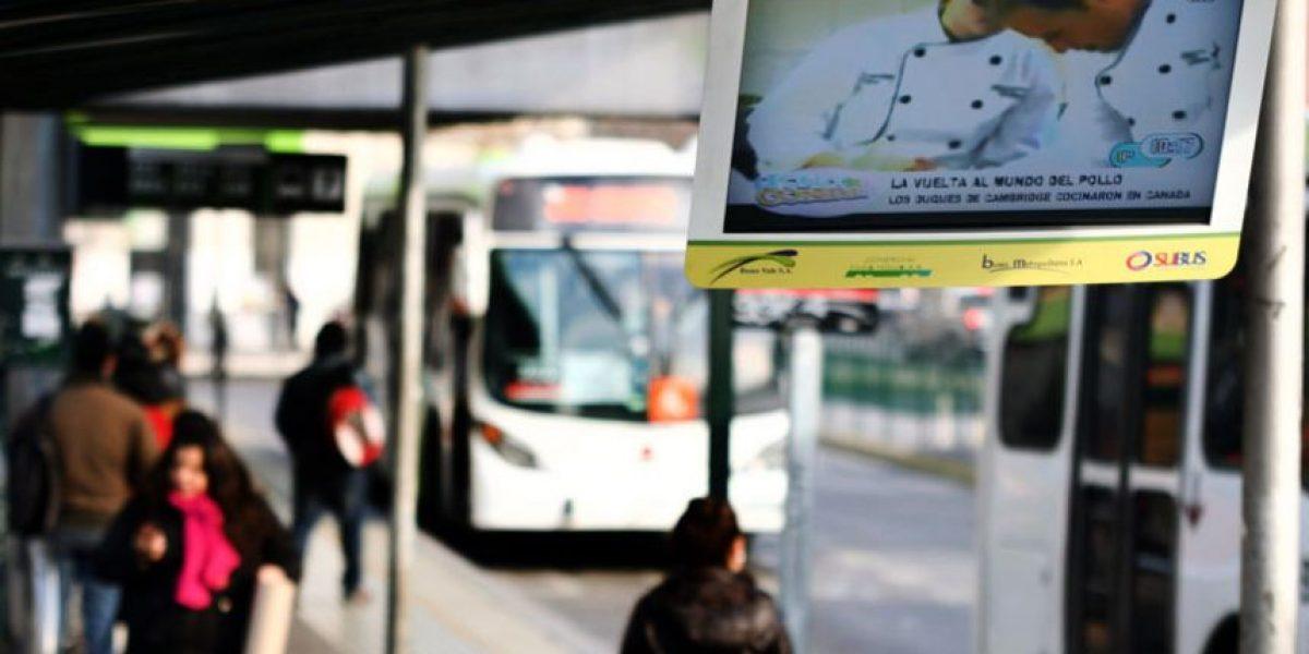 25 paraderos del Transantiago contarán con TV para ver a