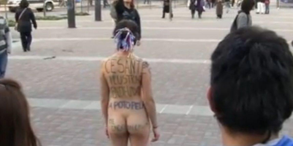 Estudiante se desnuda en Concepción en protesta por la educación