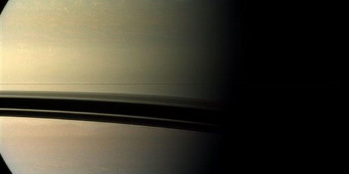 Científicos captan una tormenta blanca en Saturno 9 años antes de lo previsto