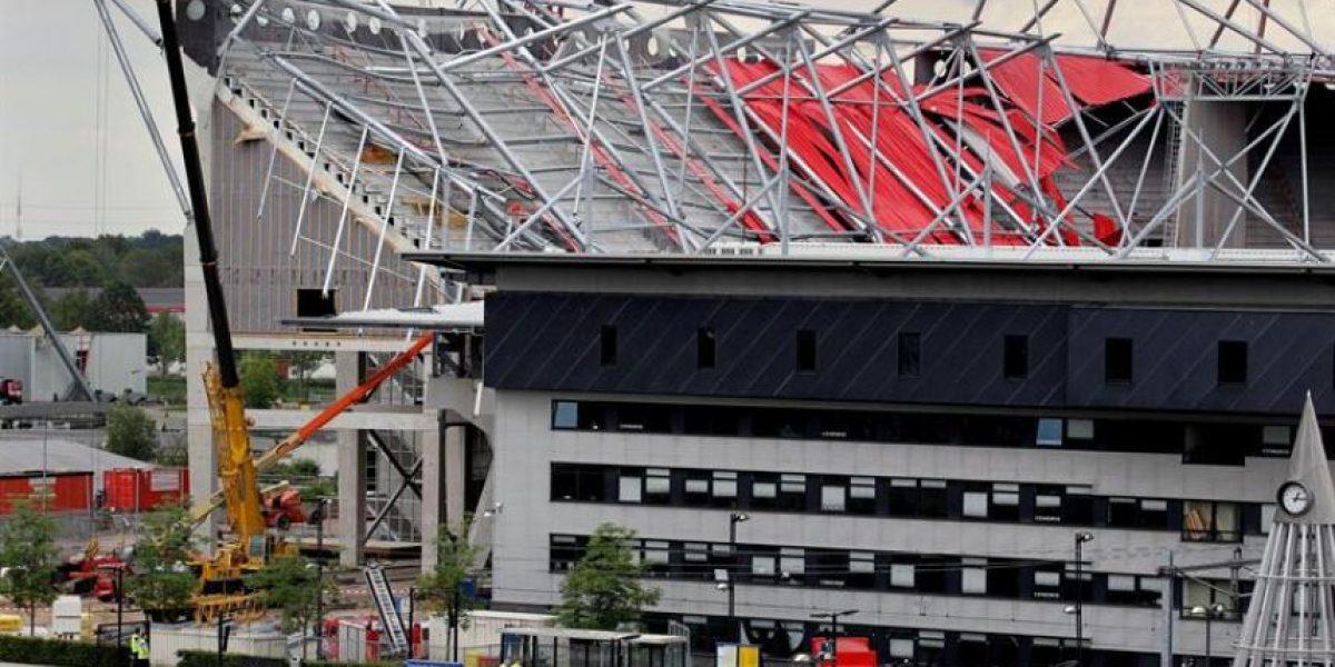 [FOTOS] Derrumbe de techo de estadio en Holanda deja un muerto