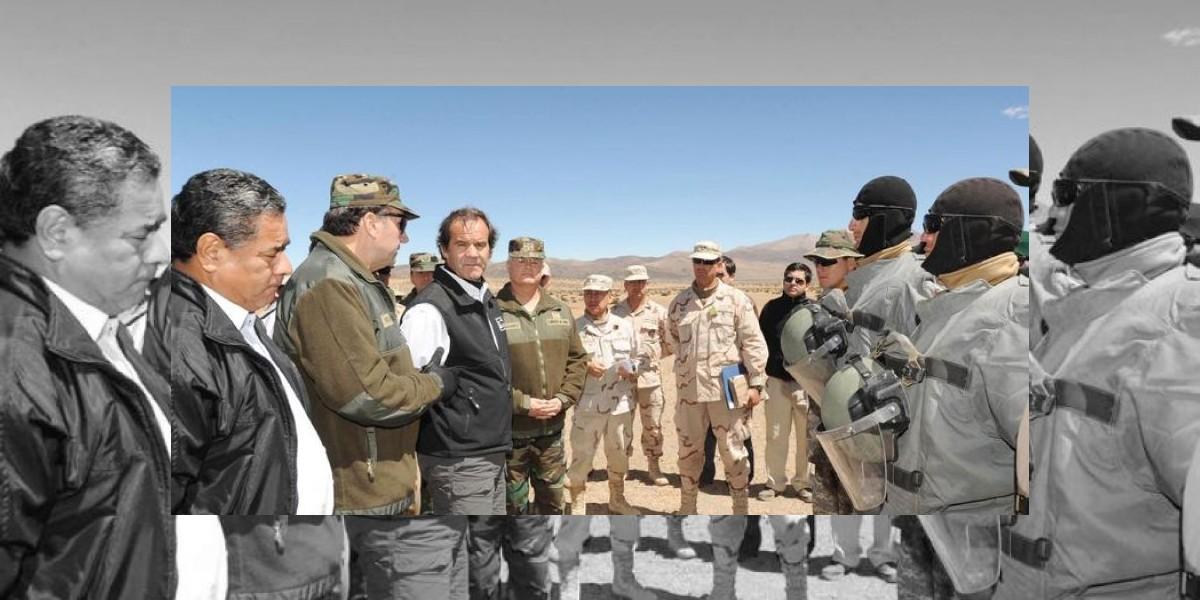 Ministro Allamand congratula a militares que salvaron a bolivianos en temporal