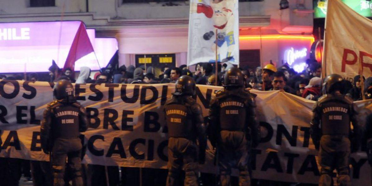 Manifestaciones terminan en disturbios en Plaza Italia