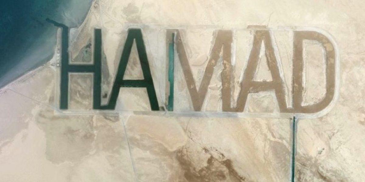 Jeque árabe manda a escribir su nombre en la arena para que se vea desde el espacio