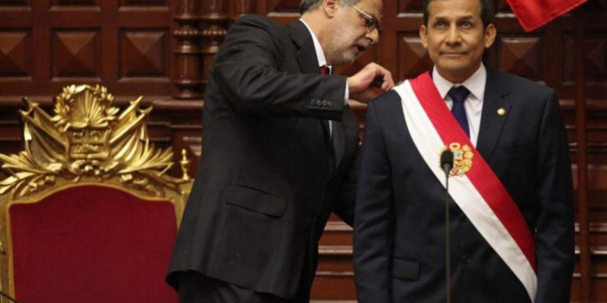 Perú: Humala jura ante una Constitución no vigente y sin Alan García