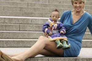 Desde el 2003, Svetlana Pankratova, originaria de Rusia y que vive en Torremolinos (España), posee el record de las piernas más largas. Miden 132 cm y por lo mismo tiene que hacerse ropa a medida, agacharse al pasar por la mayoría de las entradas y necesita mucho espacio para las piernas en autos y aviones. . Imagen Por:
