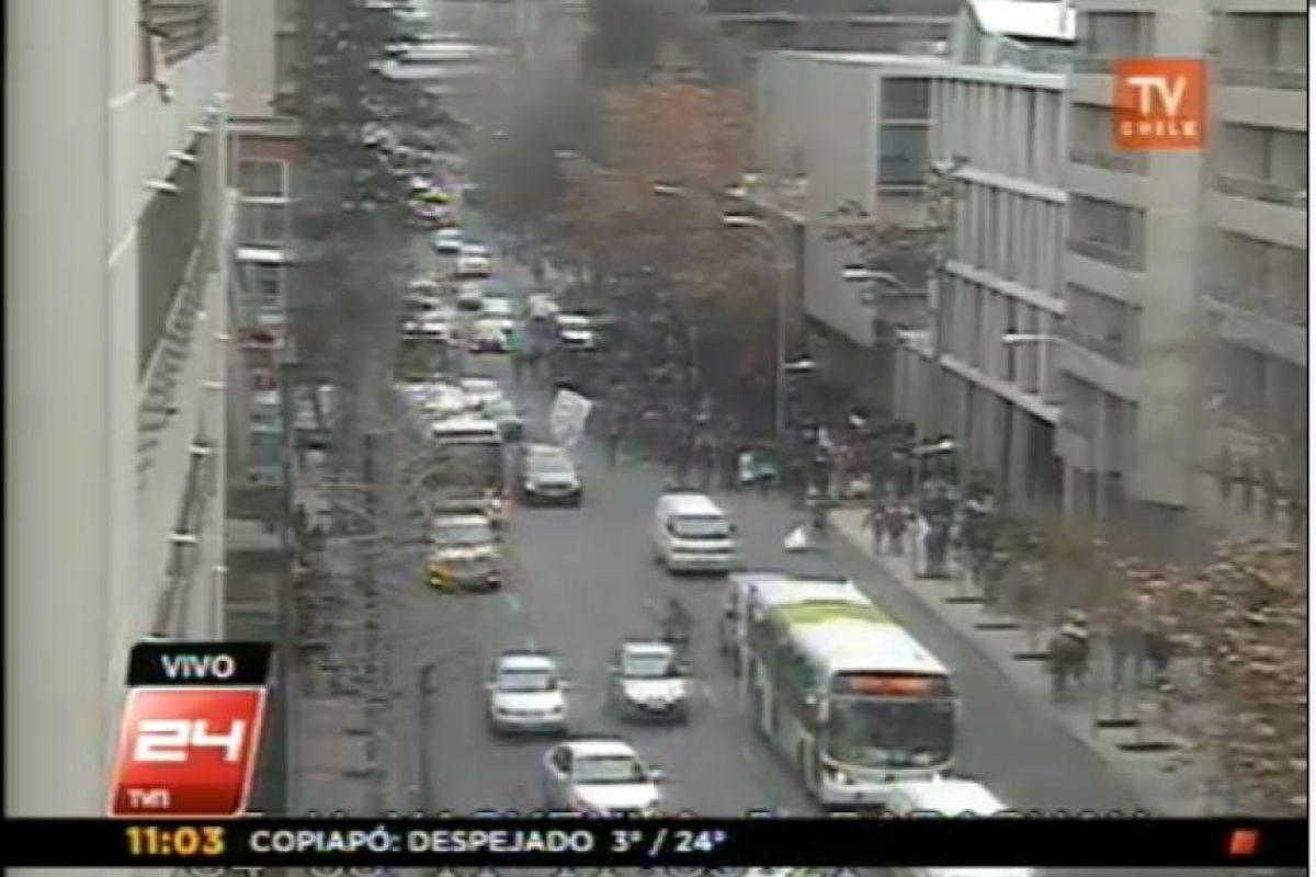 Grupo de estudiantes marcha por avenida Vicuña Mackenna hacia el norte. Foto:Imagen de TV (TVN). Imagen Por: