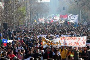 La gigantesca columna de manifestantes. Foto:EFE. Imagen Por: