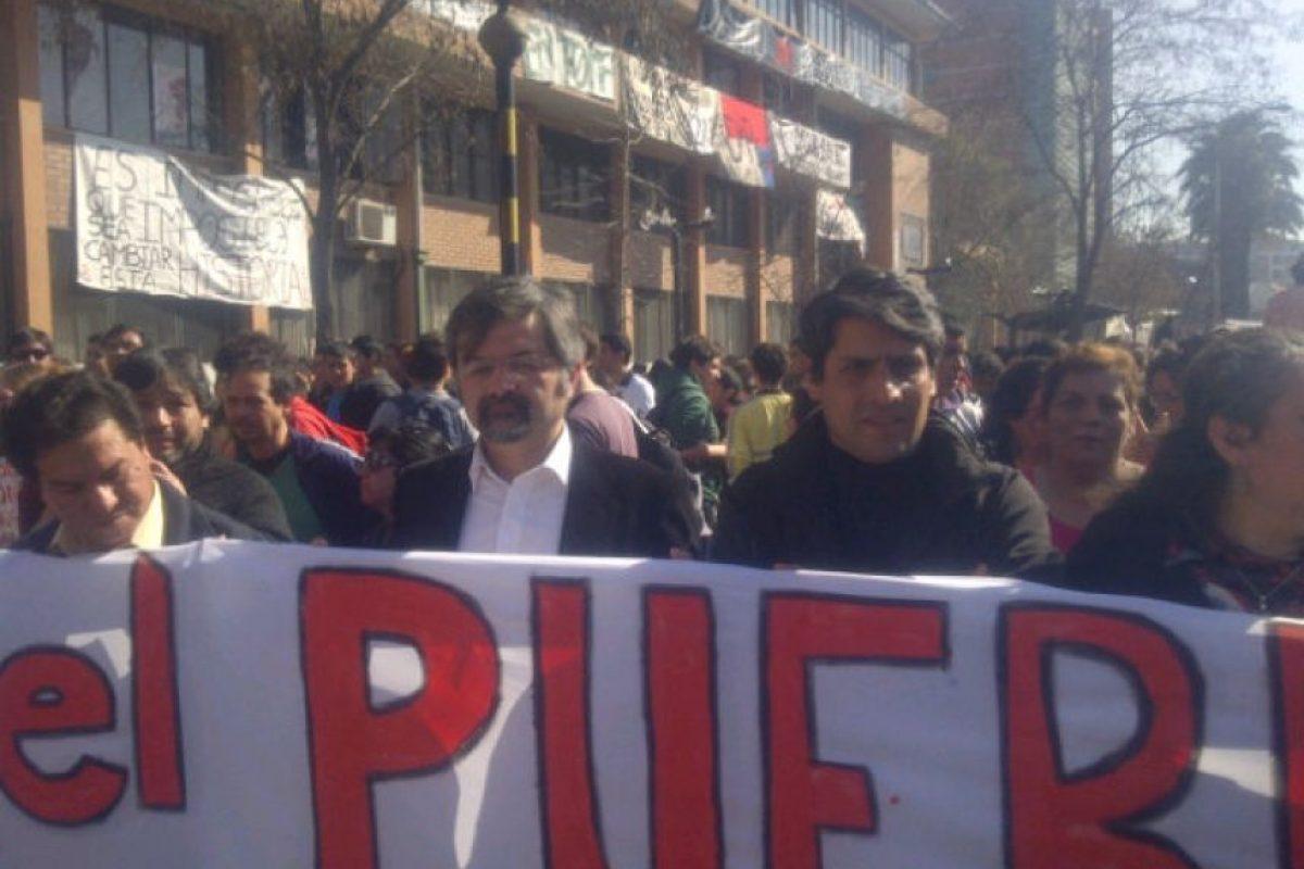 """Un lienzo con la consigna: """"Que el pueblo decida"""". Foto:Twitpic @lmrendon. Imagen Por:"""