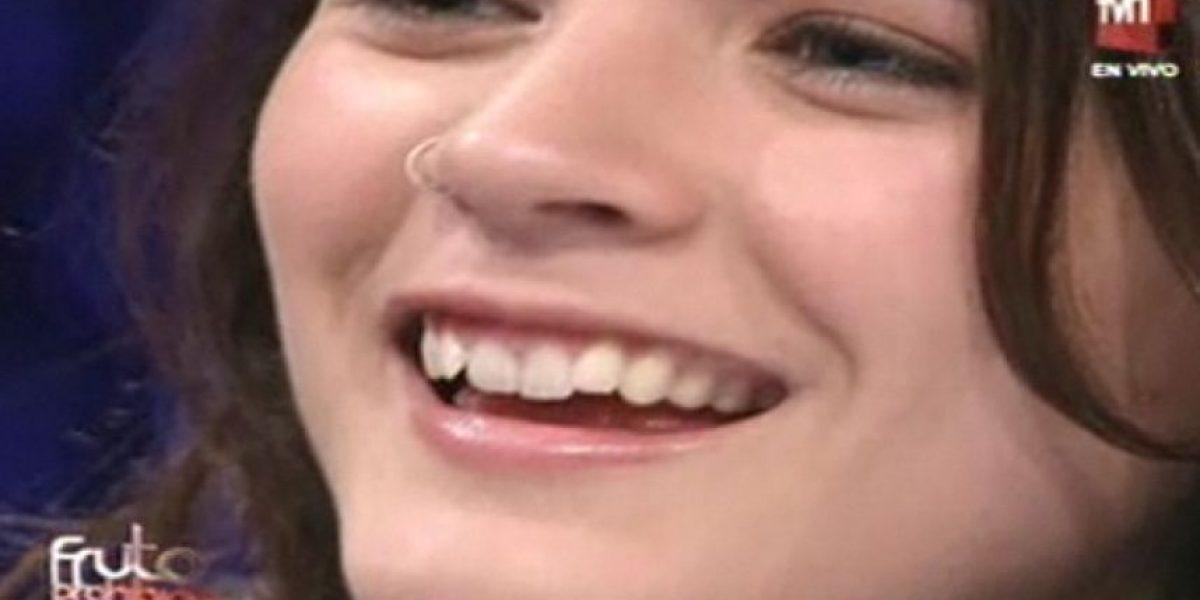 Camila Vallejo sonríe por primera vez en televisión en el