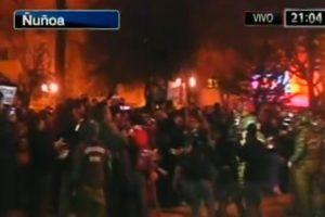Casi 300 personas ya han llegado a Plaza Ñuñoa. Foto:Captura CNN Chile. Imagen Por:
