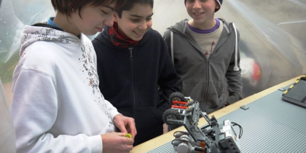 Estudiantes chilenos representarán al país en final de competencia de robótica