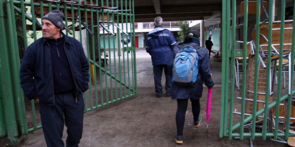 Liceo de Pudahuel que sufrió caída de alumno vuelve a las clases