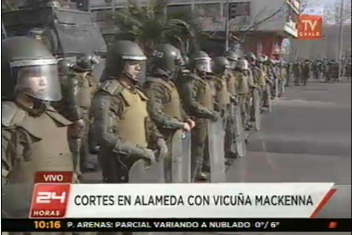 Carabineros en Plaza Italia. Foto:Imagen de TV (TVN). Imagen Por: