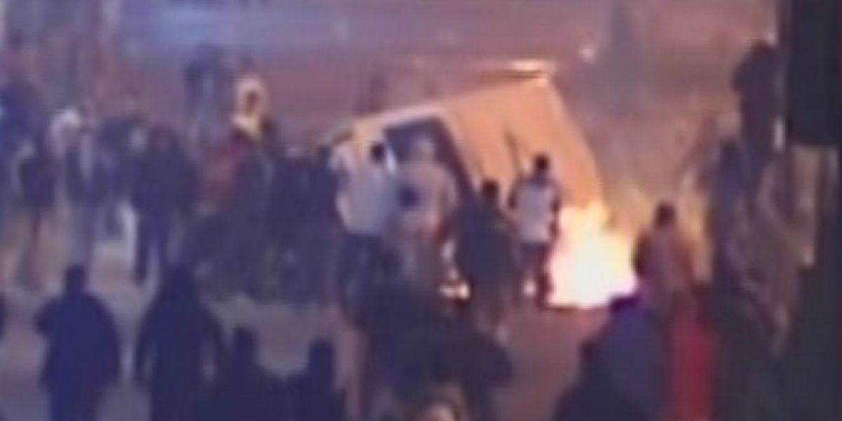 Queman furgón escolar y joven es atropellado durante incidentes en Peñalolen