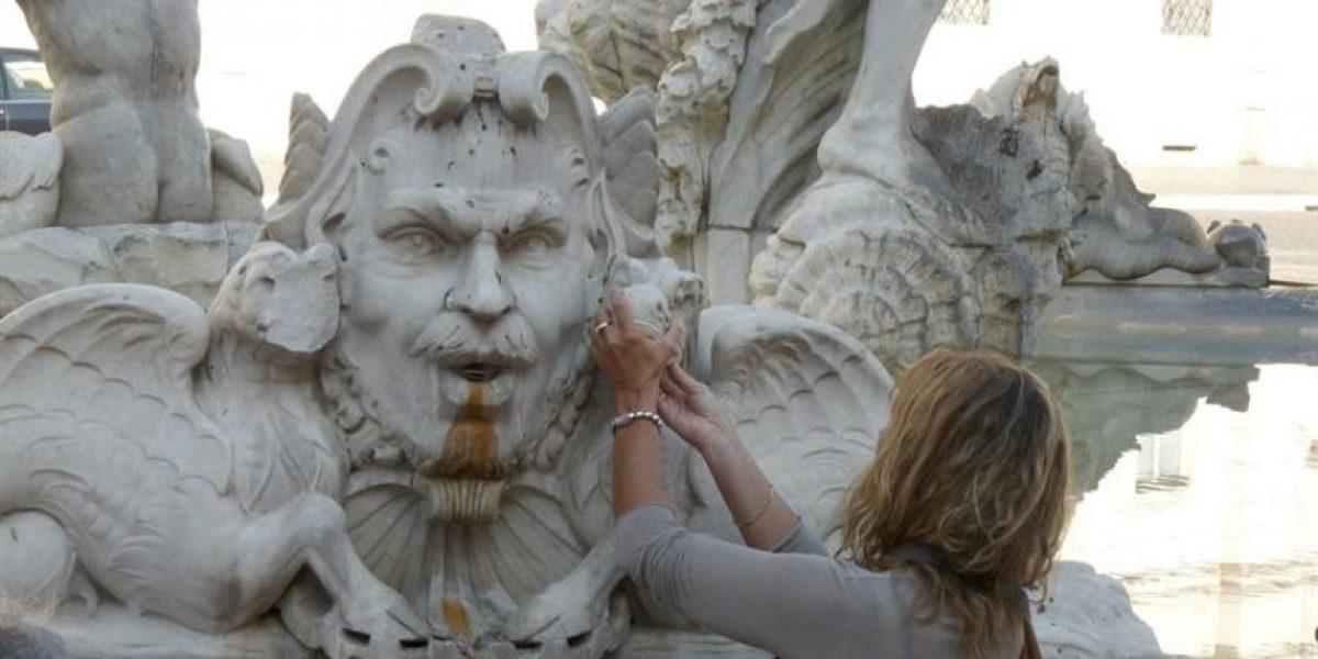 Un italiano detenido por atacar la Fontana de Trevi y otros monumentos en Roma