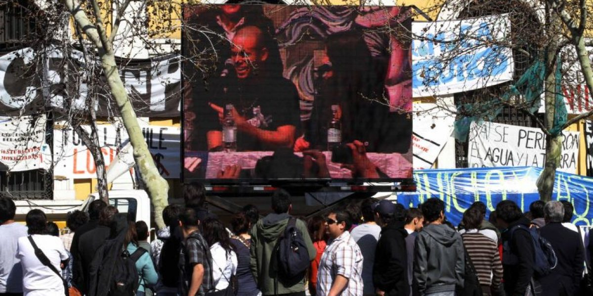 [FOTOS] Reunión entre Calle 13 y la Confech fue vista en pantalla gigante