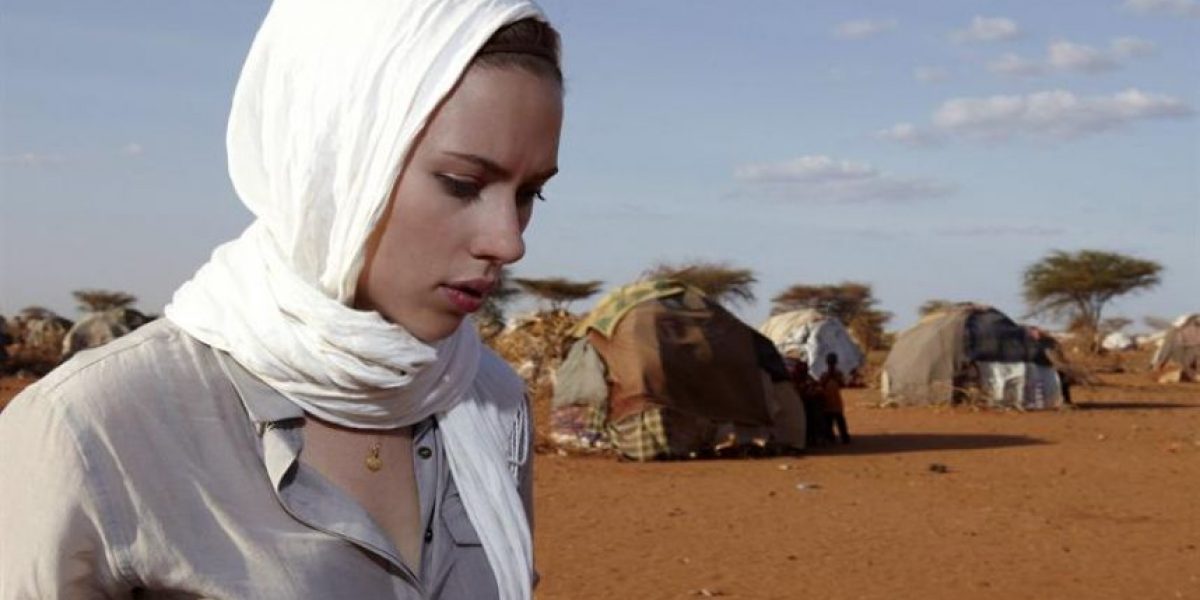 Tras escándalo de fotos íntimas Scarlett Johansson visita a refugiados