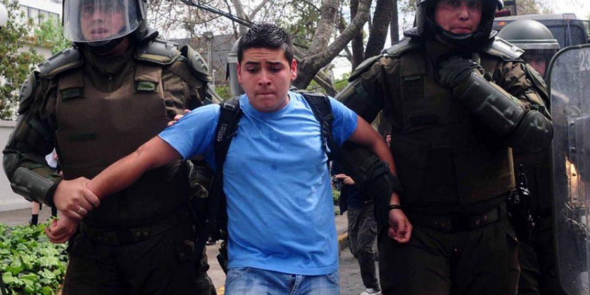 Protestas contra Labbé en frontis de la municipalidad termina con 16 detenidos