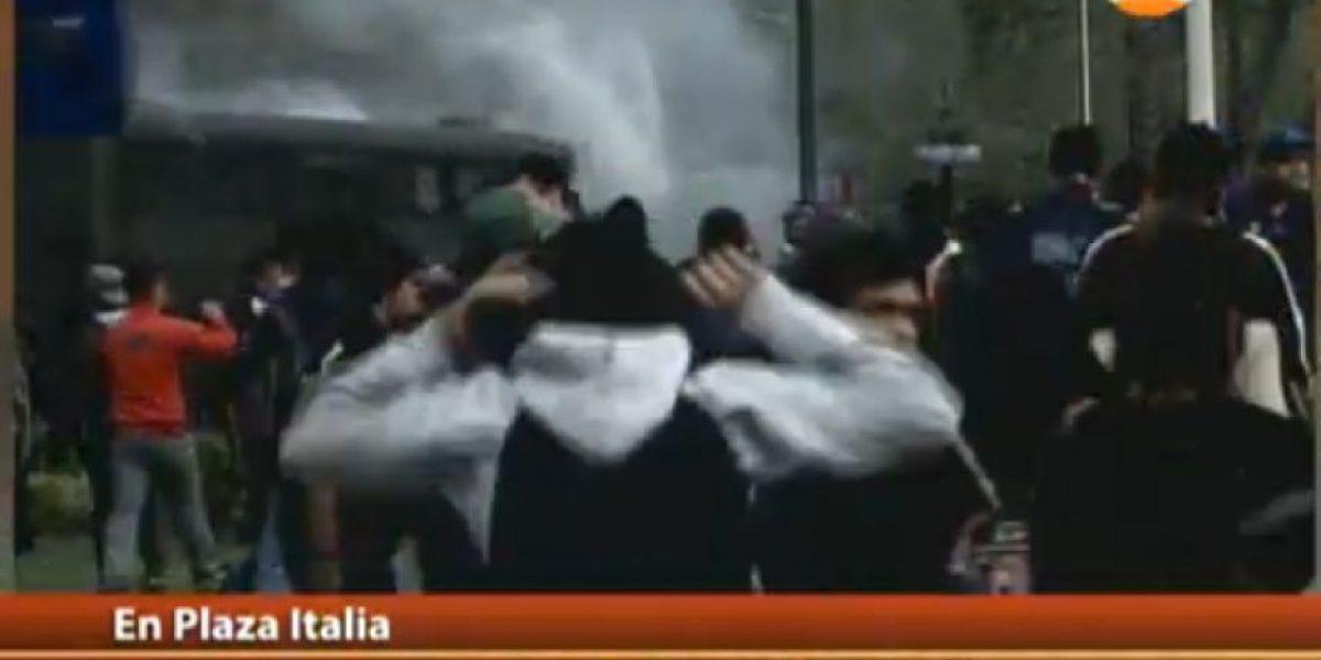 Bomba lacrimógena explota al interior de bus de Carabineros