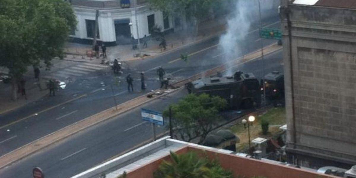 Manifestantes arman barricadas y bloquean avenida Vicuña Mackenna