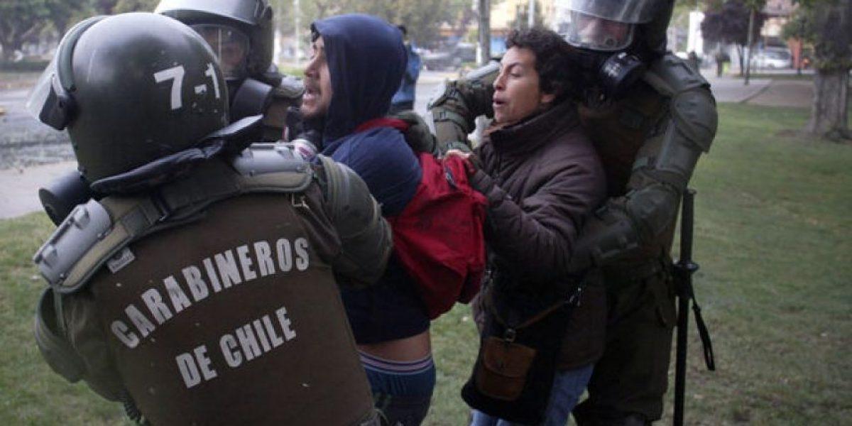 Baja convocatoria y graves enfrentamientos marcan marcha no autorizada