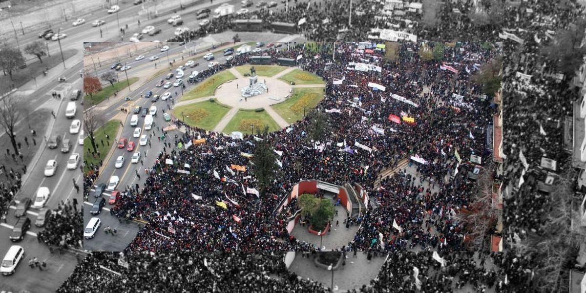 Estudiantes marchan desde Plaza Italia en manifestación no autorizada